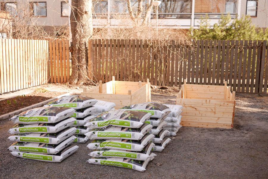 tuulinenpaiva.fi-raised-garden-beds4