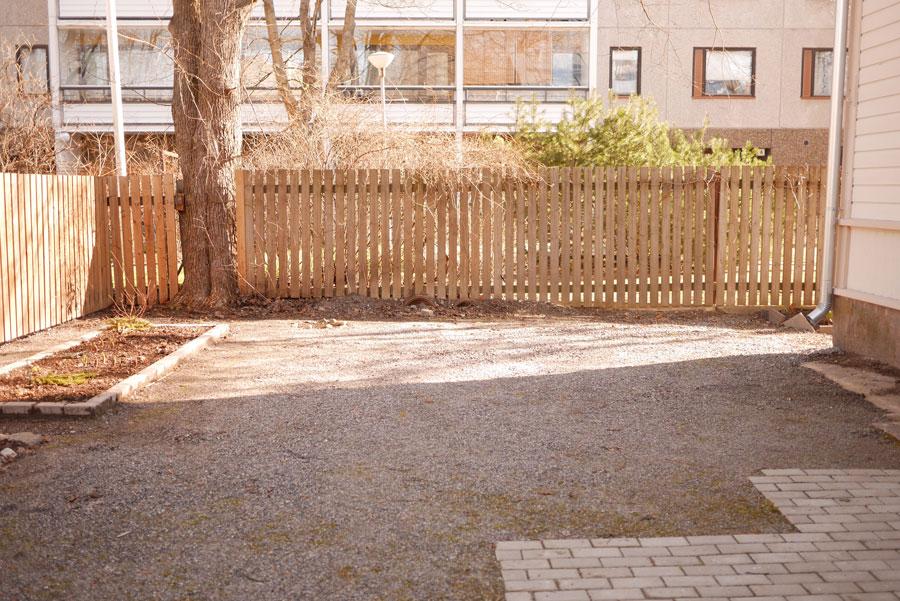 tuulinenpaiva.fi-yard-before