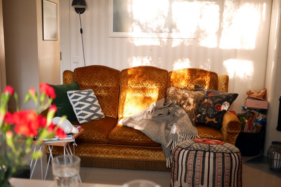 tuulinenpaiva-fi-kotona-sohvalla-syysiltana