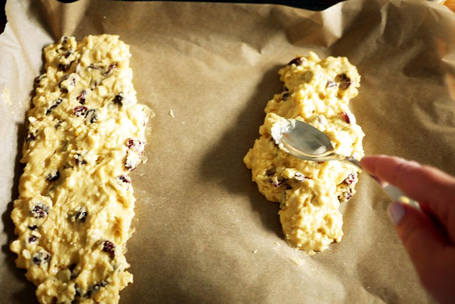 tuulinenpaiva-fi-biscotti-taikinan-levitys