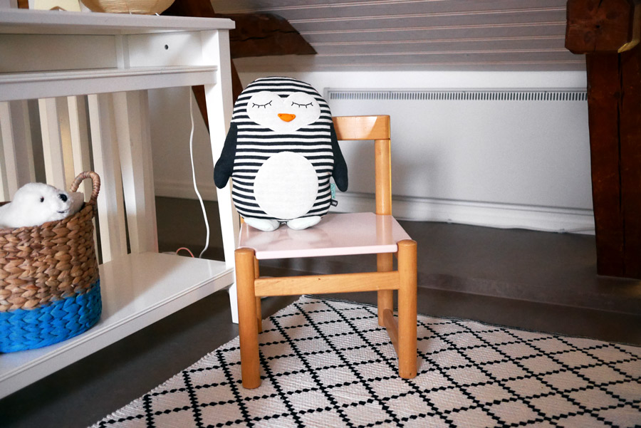 tuulinenpaiva-fi-hankintoja-lastenhuoneeseen-pingviinityyny