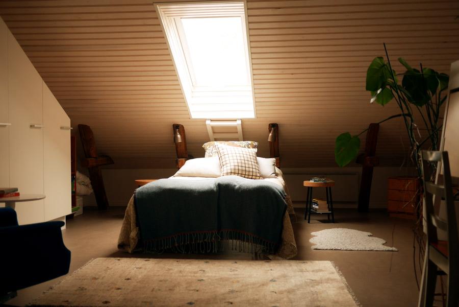 tuulinenpaiva-fi-makuuhuone-ylakerrassa