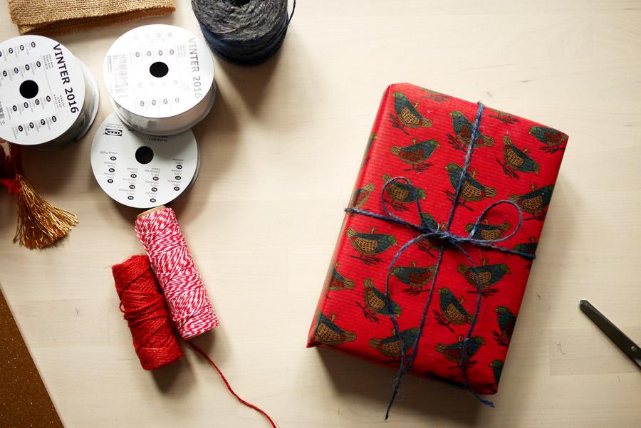 tuulinenpaiva-fi-joululahjojen-paketointia-lintupaperi