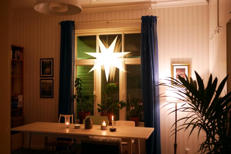 tuulinenpaiva-fi-joulutahti-olohuoneessa