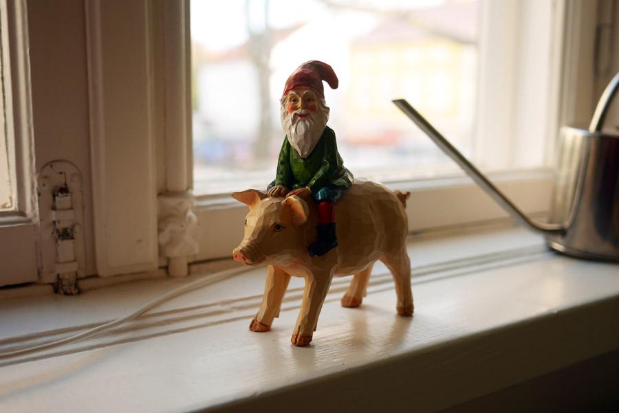 tuulinenpaiva-fi-joulukoristeet-tonttu-ja-possu
